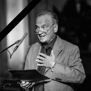 Heinz Schmitz mit Trauerflor