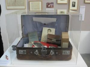 Original-Koffer mit Hirschfeld-Fundstücken